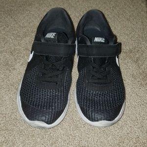 Nike boys tennis shoes